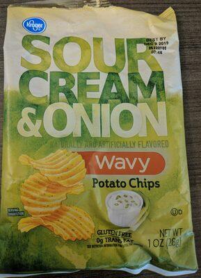 Sour Cream & Onion wavy flavored potato chips - Product - en