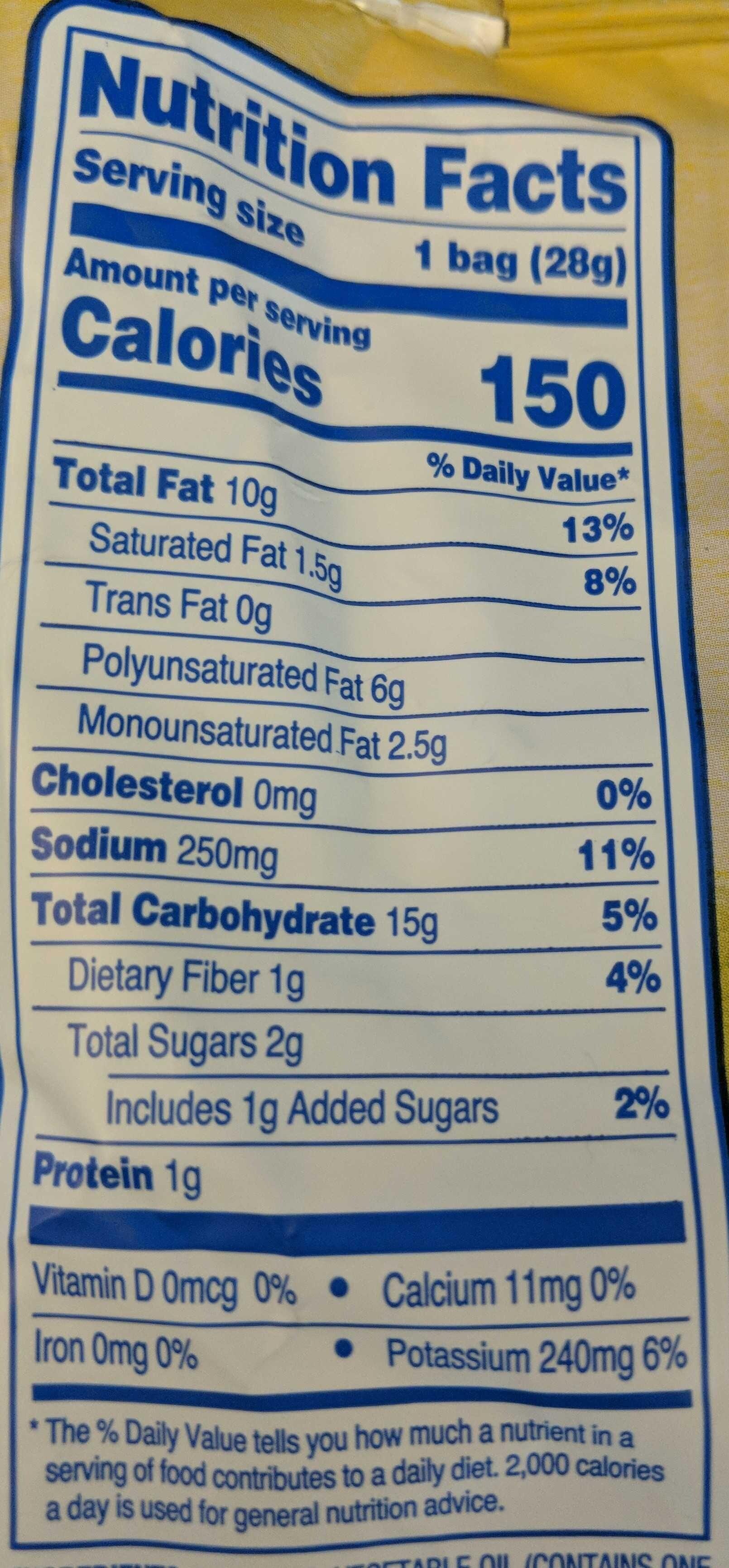 Sour Cream & Onion wavy flavored potato chips - Nutrition facts - en