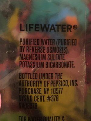 Premium water with electrolytes - Ingredienti - fr