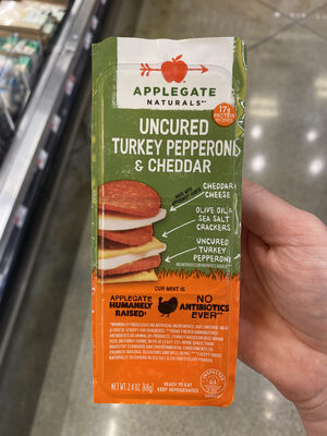 Cheddar cheese, olive oil & sea salt crackers, uncured turkey pepperoni, uncured turkey pepperoni & cheddar - Product - en