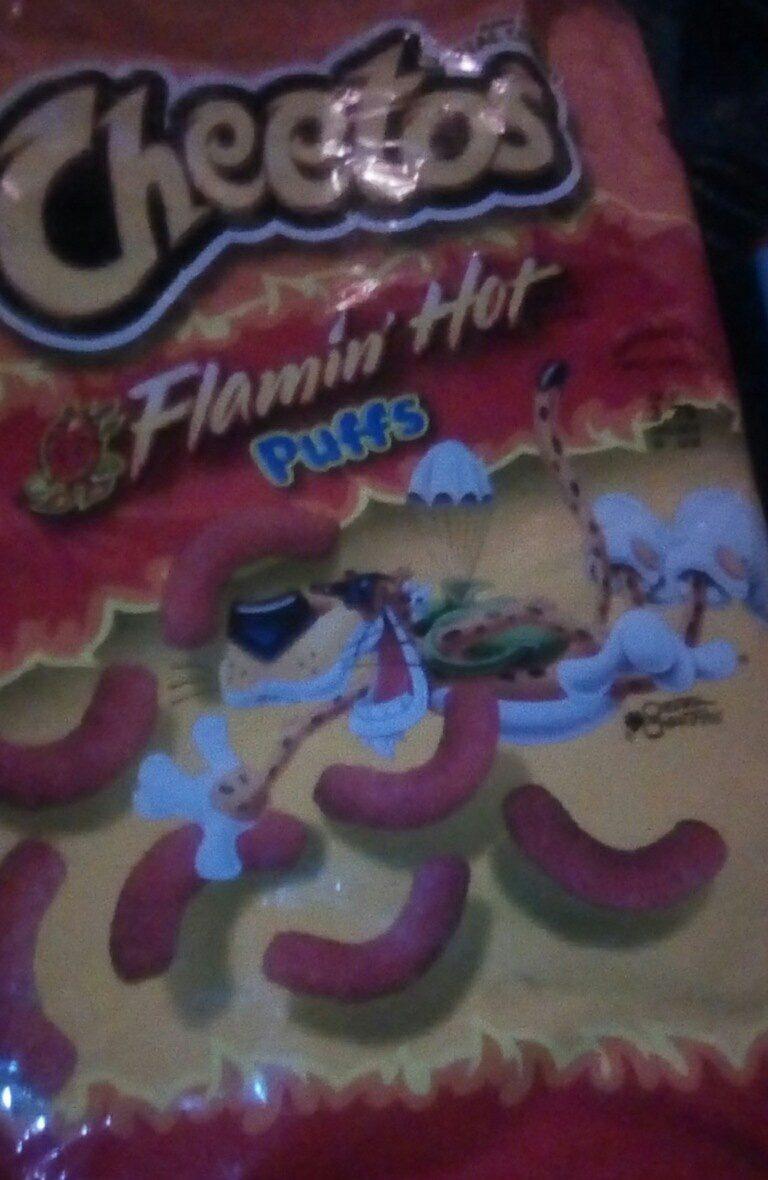 CHEETOS flamin' hot puffs - Produit - en