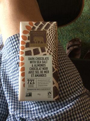 Natural Dark Chocolate With Sea Salt & Almonds - Produit
