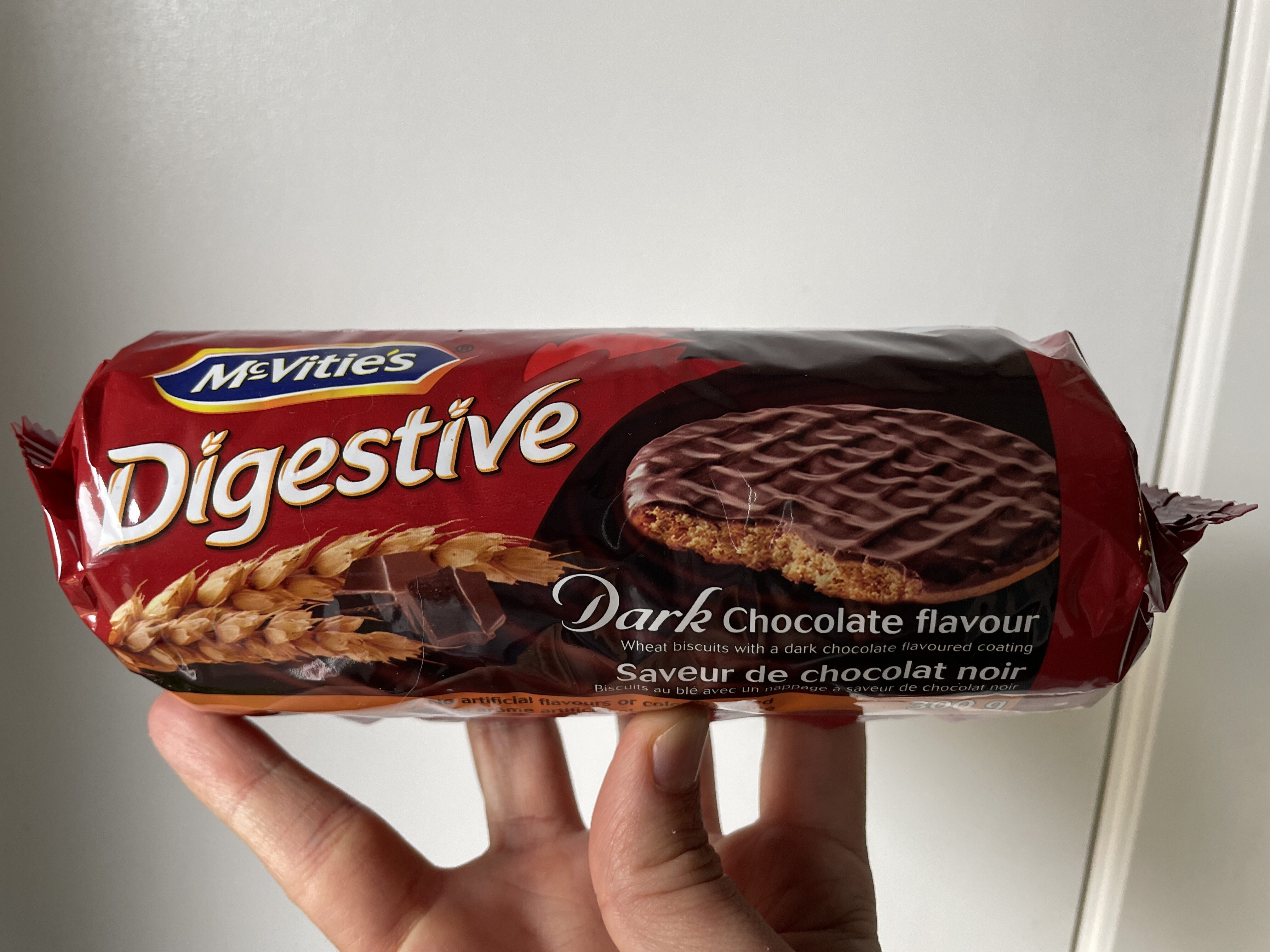 Dark chocolate flavour wheat biscuits - Product - en