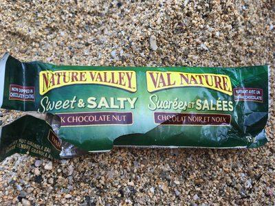 Sweet And Salty Nut Bars - Dark Chocolate - Produit - fr