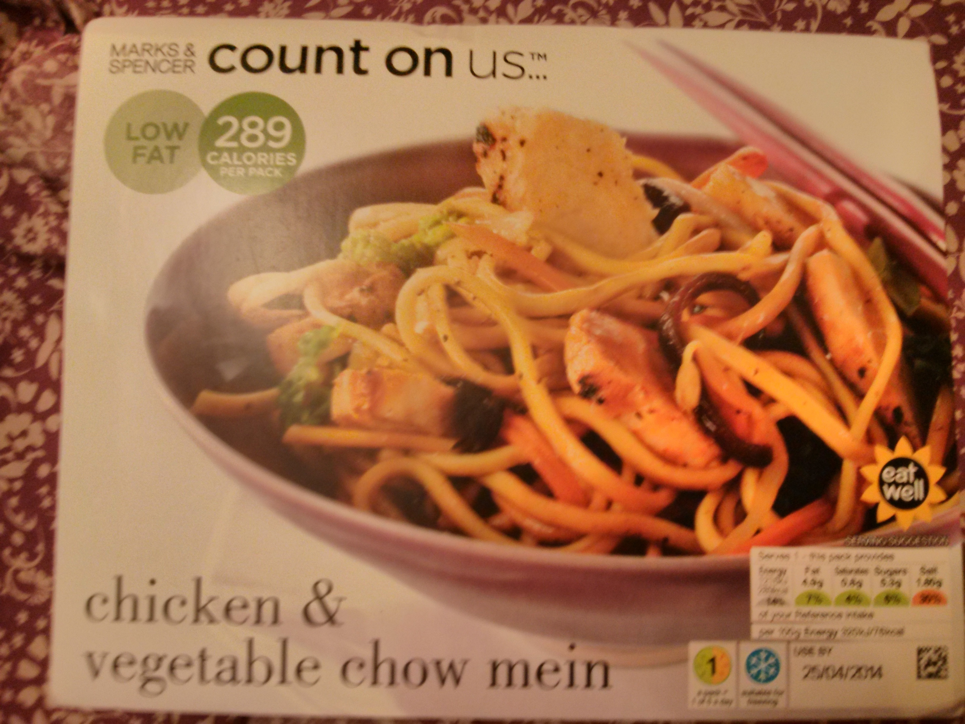 Chicken & vegetable chow mein - Product - fr