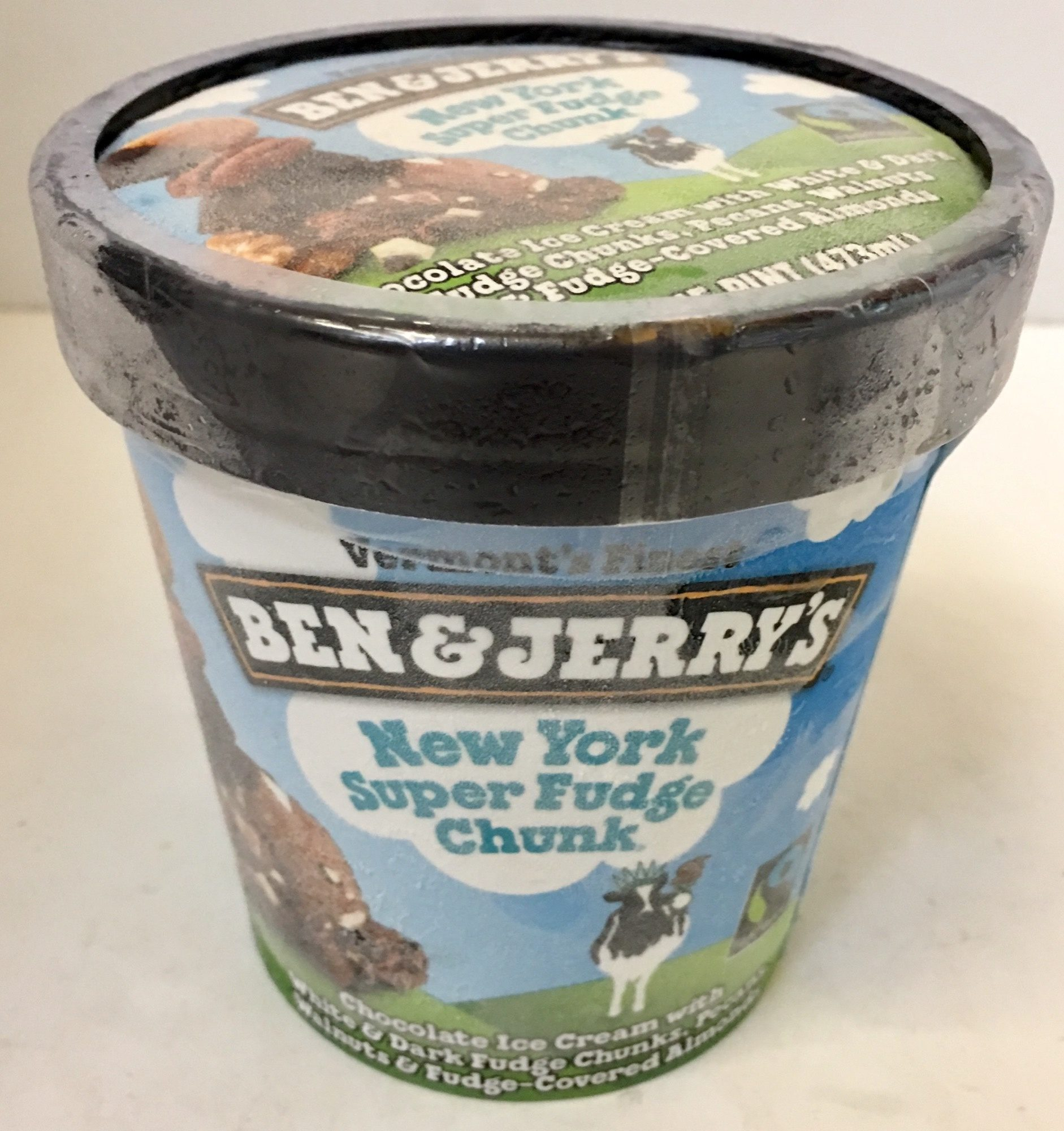 New york super fudge chunk chocolate ice cream with white & dark fudge chunks, pecans, walnuts & fudge-covered almonds, new york super fudge chunk - Product - en