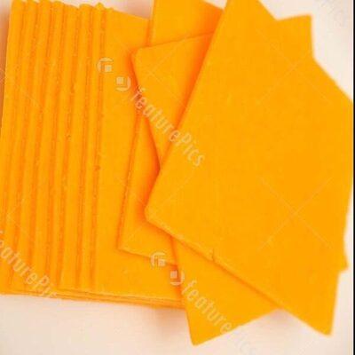 Medium cheddar cheese - Product - en