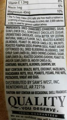 Triple berry nut trail mix - Ingredients - en