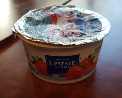 Upstate Niagara Coop Strawberry Rich and Creamy Yogurt 4 Ounce - Product - fr