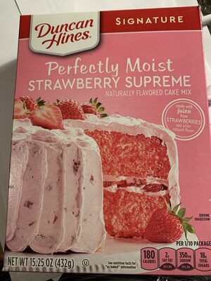 Strawberry supreme deliciously moist cake mix - Produit