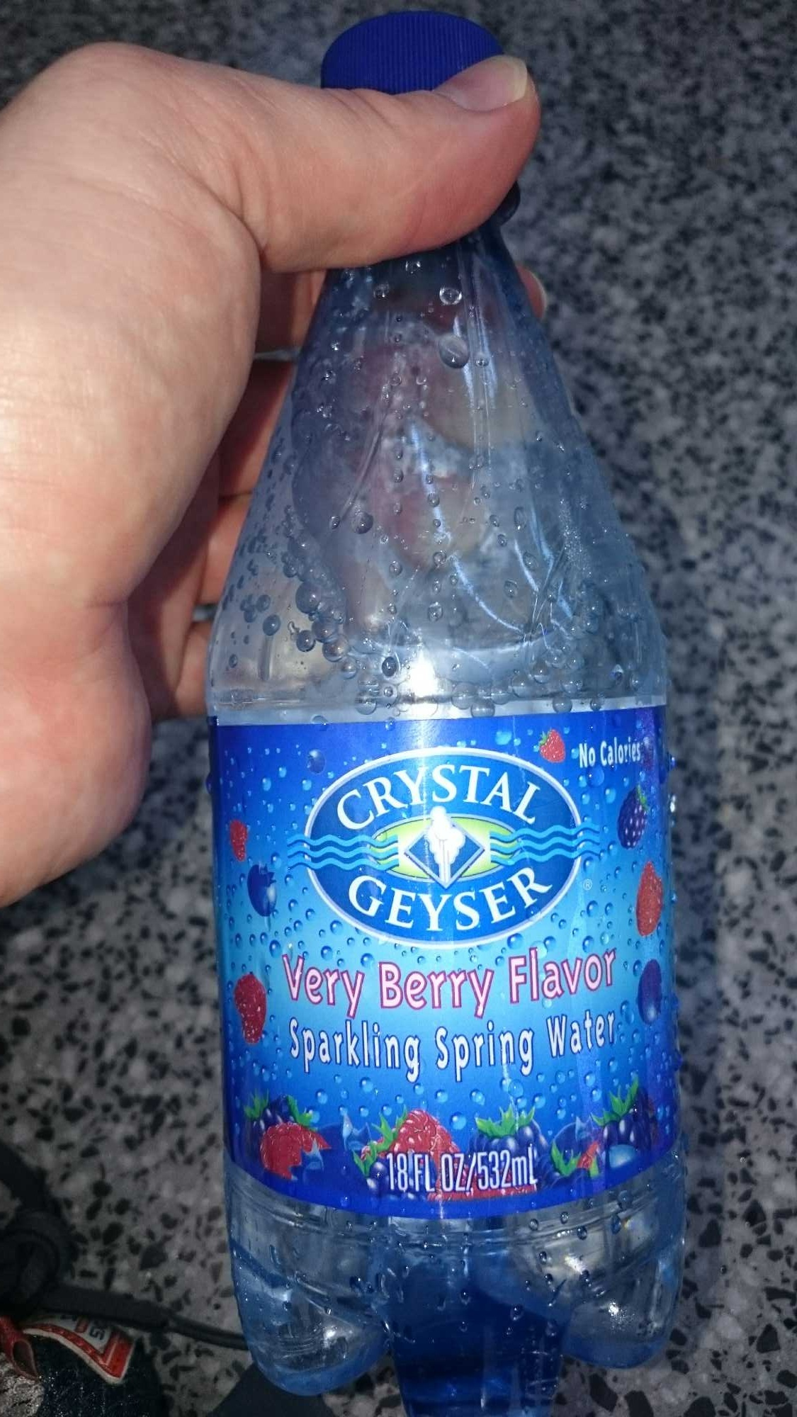Natural mixed berry flavor sparkling spring water with carbonation, mixed berry - Product - en