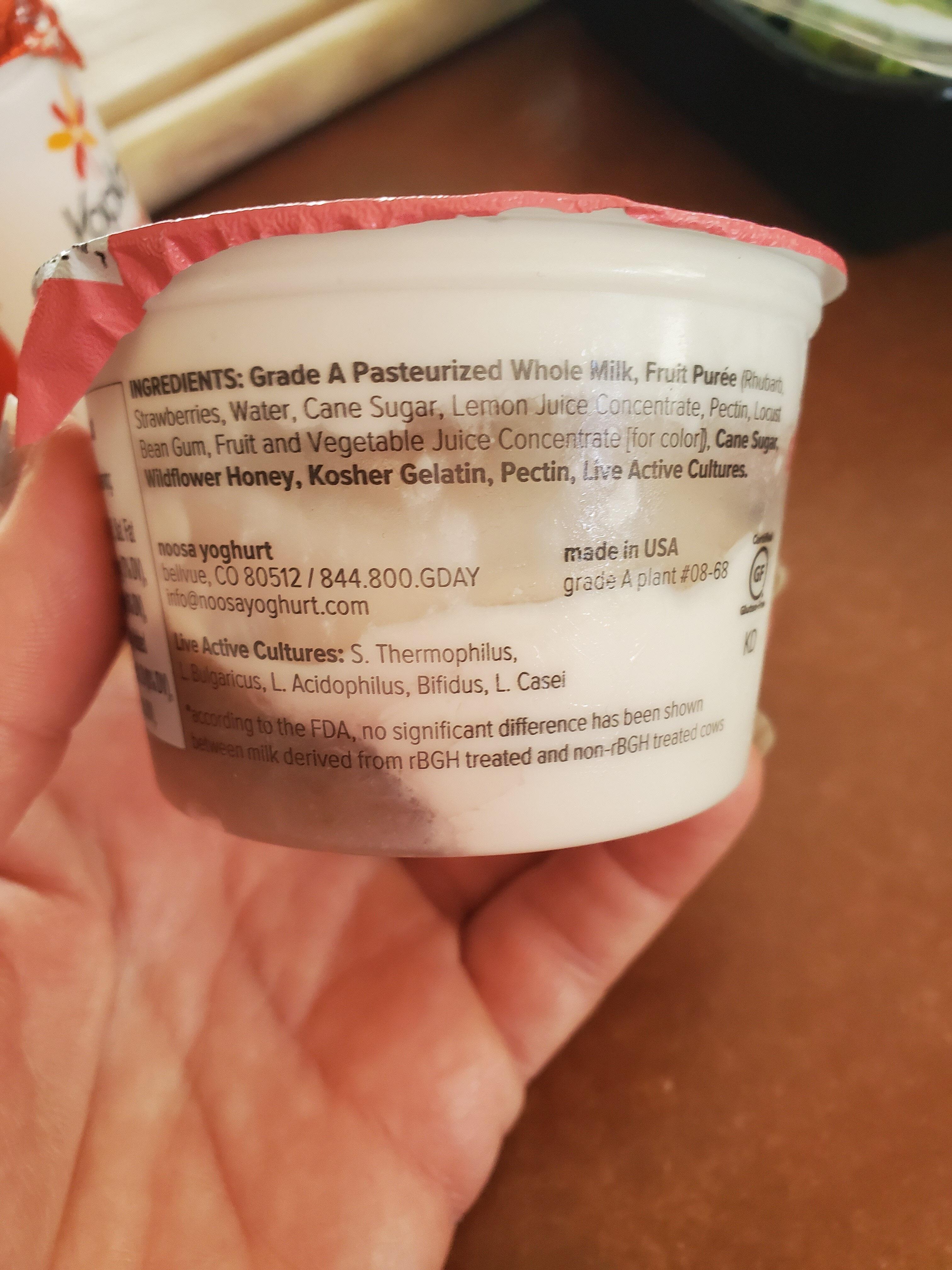 Finest yoghurt Strawberry rhubarb - Ingredientes - en