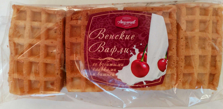 «Венские вафли» со взбитыми сливками и вишней - Продукт - ru