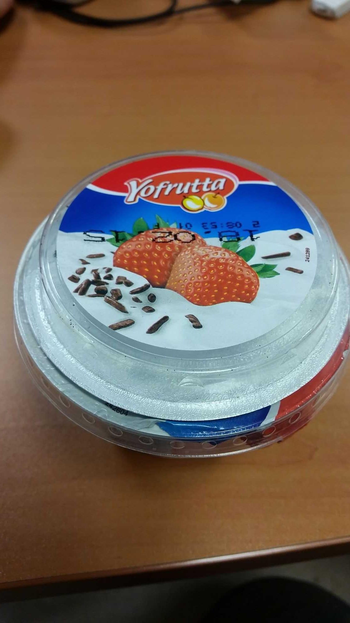 préparation au fromage blanc avec préparation à la fraise et aux pépites de chocolat - Product