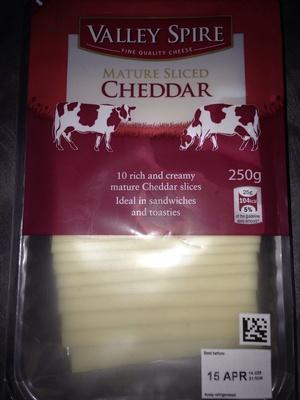 British mature sliced cheddar - Product - en