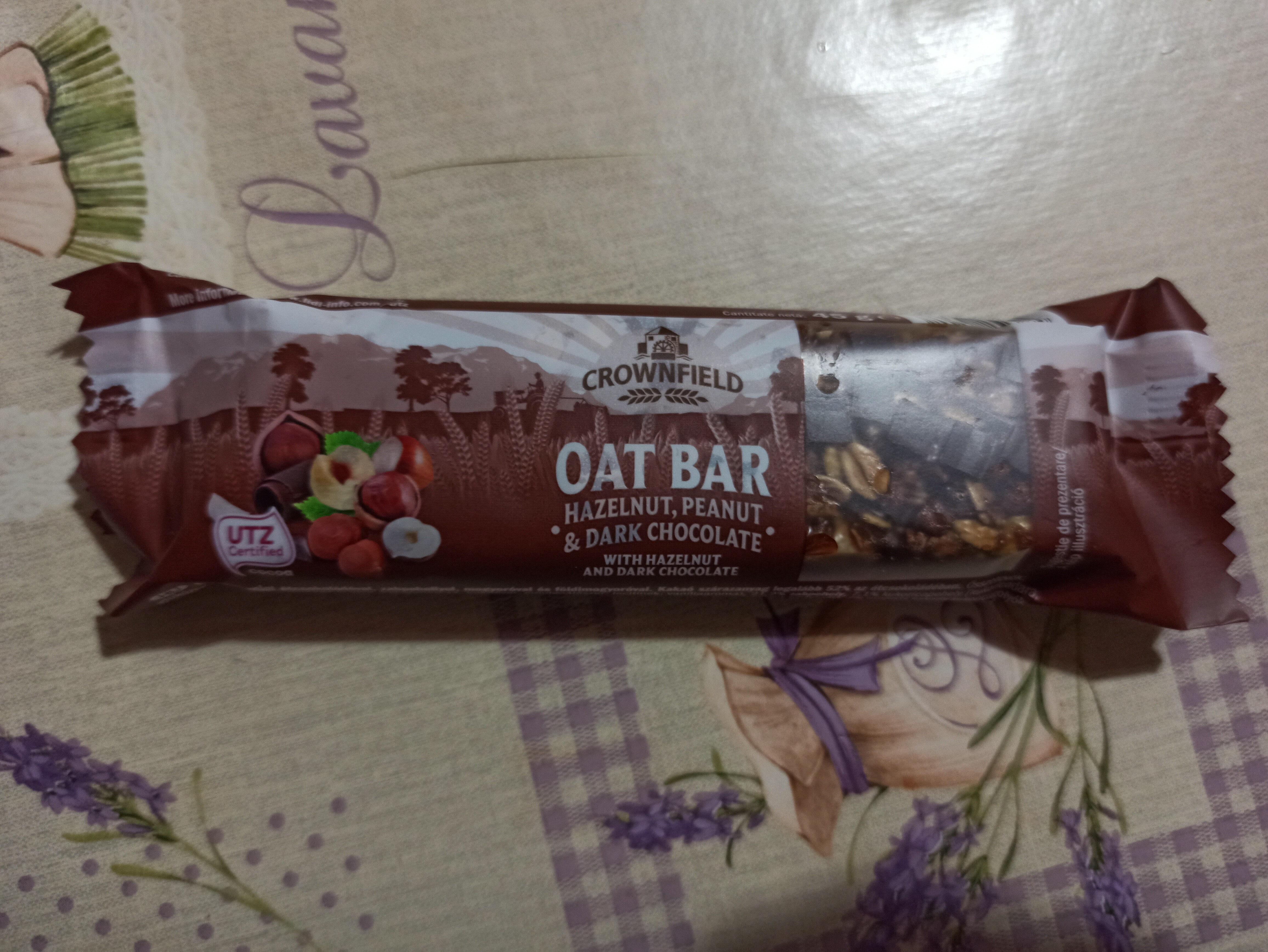 Crownfield Oat Bar Hazelnut, Peanut & Dark Chocolate - Produit - ro