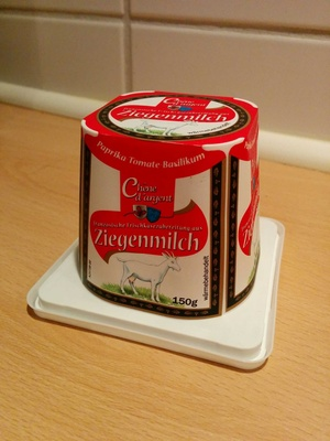 Goat cheese with tomato and basil - Product