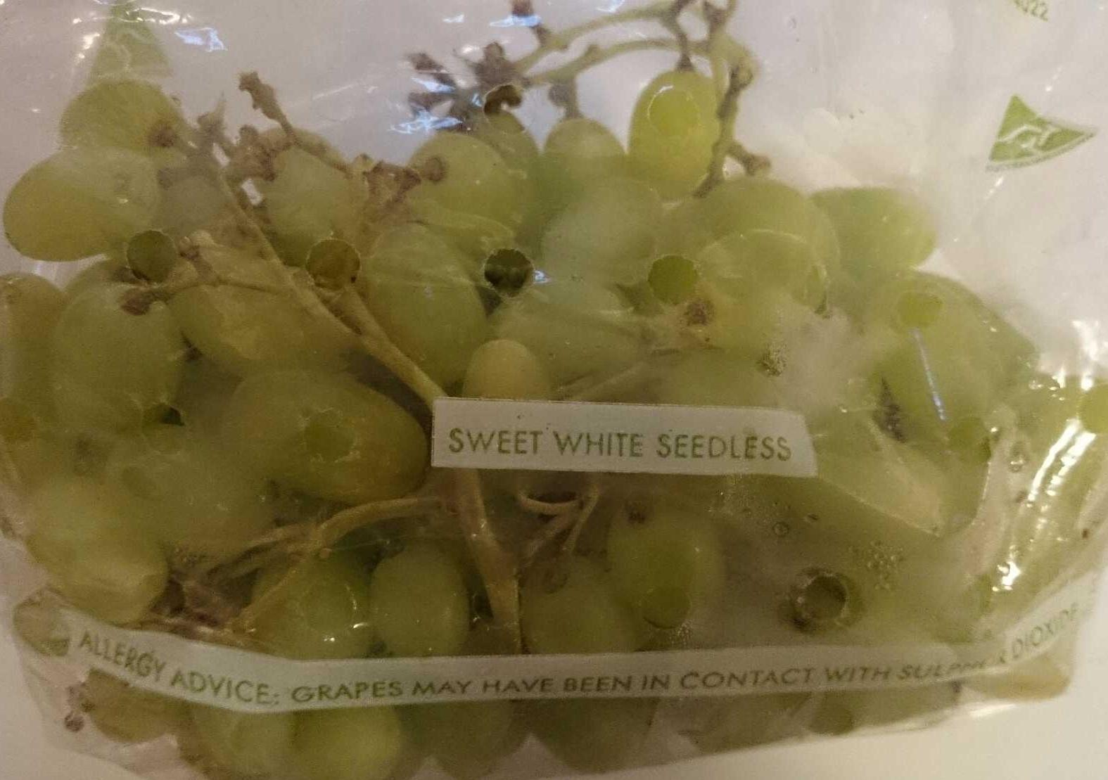 Sweet White Thompson Seedless Grapes - Product - en