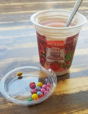 Yogur vainilla con grajeas chocolate - Product