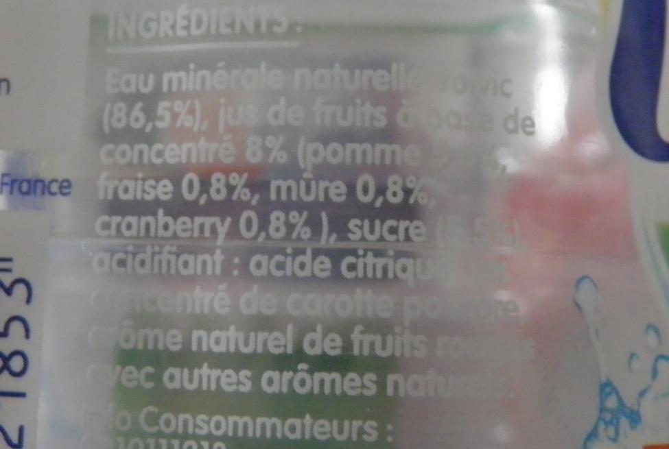 Volvic au jus de pomme - fruits rouges - Ingrediënten
