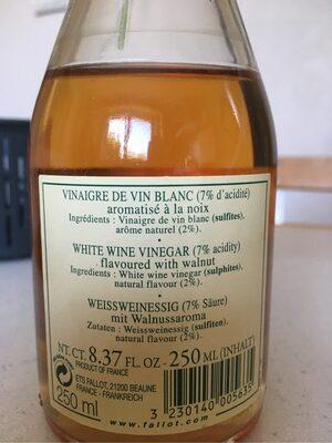 Vinaigre de vin blanc aromatisé à la noix - Ingredients