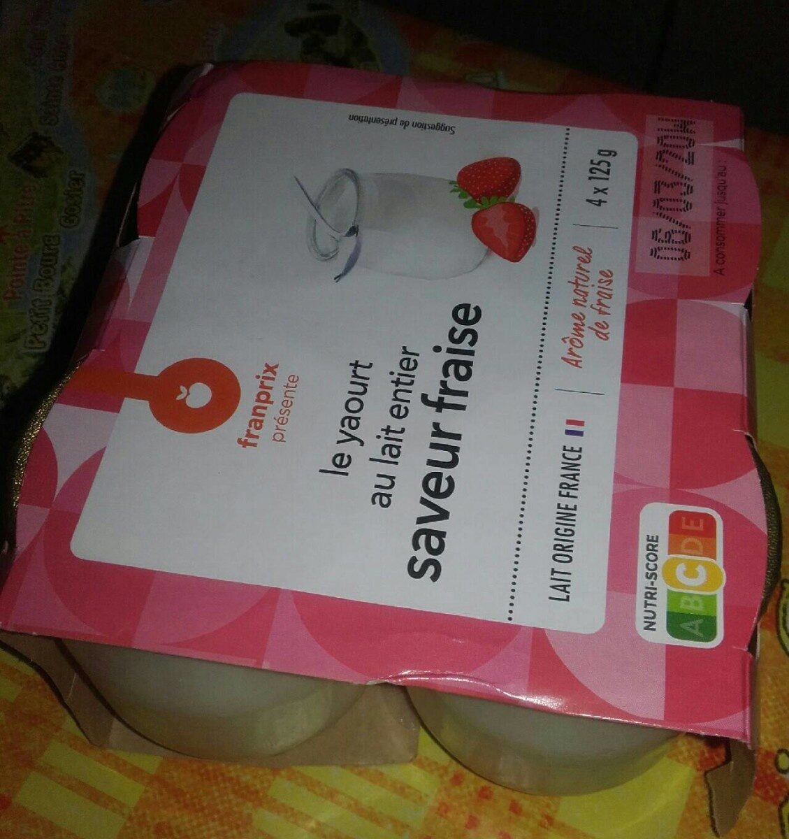 Le yaourt au lait entier saveur fraise - Product - fr