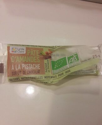 Paye d amandes à la pistache sur lit de chocolat - Produit - fr