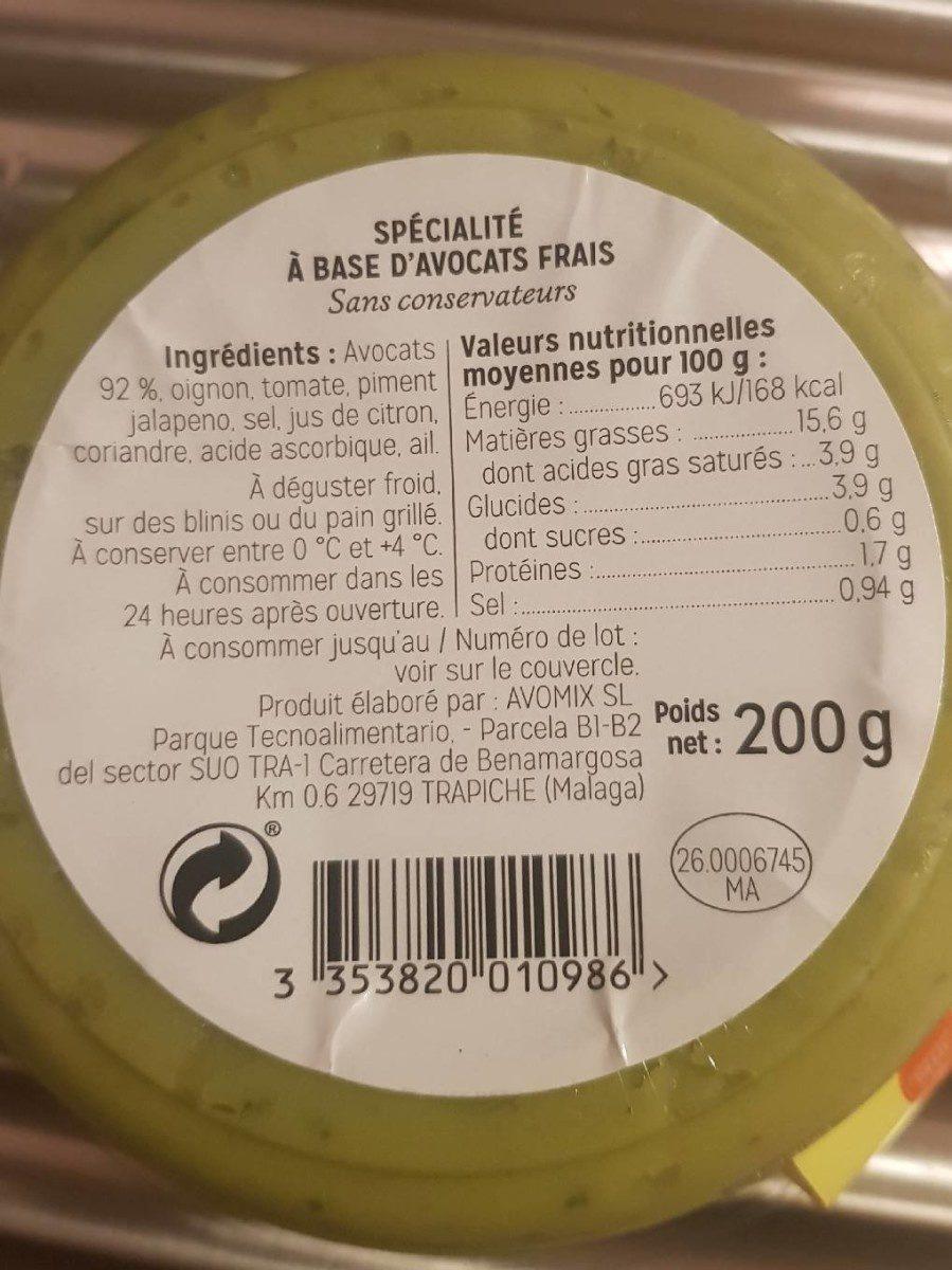 Guacamole fabriqué avec des avocats frais - Ingrédients