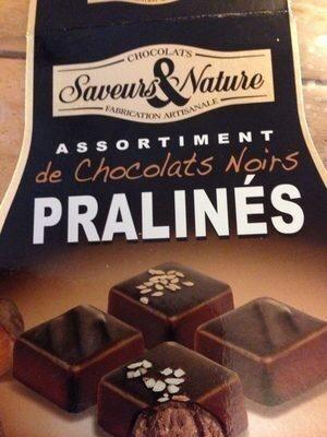 Assortiment de chocolats noirs pralinés - Produit - fr