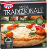 Mozzarella pizza con queso mozzarella tomate cherry y pesto - Produit