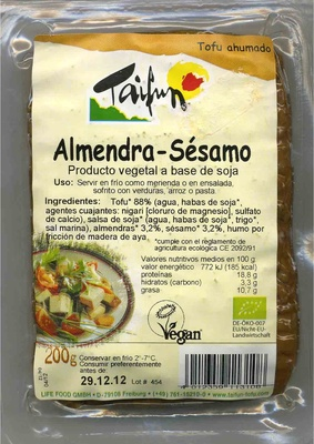 Smoked Tofu with Almonds and Sesame Seeds - Producto - es