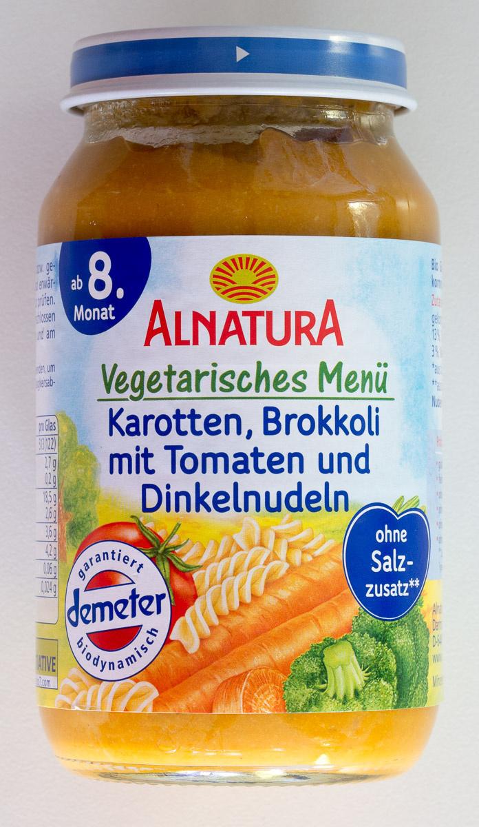 Vegetarisches Menü Karotten, Brokkoli mit Tomaten und Dinkelnudeln - Product