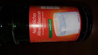 Natürliches Mineralwasser medium - Product - en