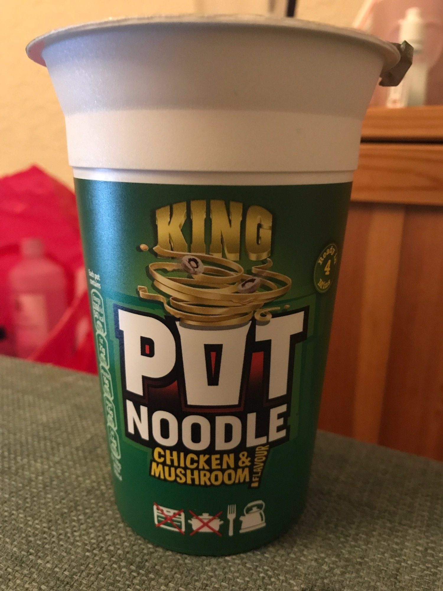 Pot Noodle King Chicken And Mushroom - Product - en