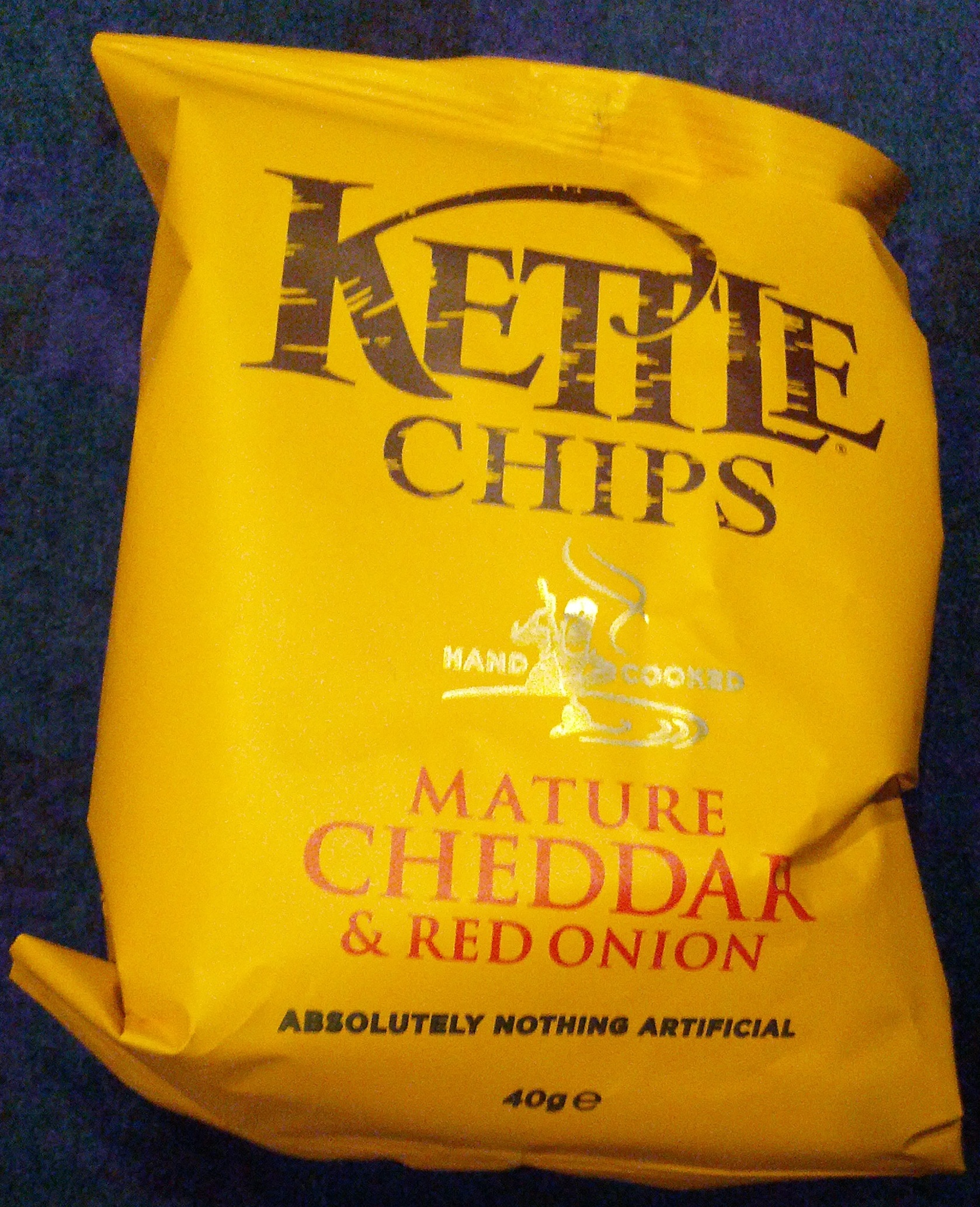 Kettle Chips mature cheddar & red onion - Product - en