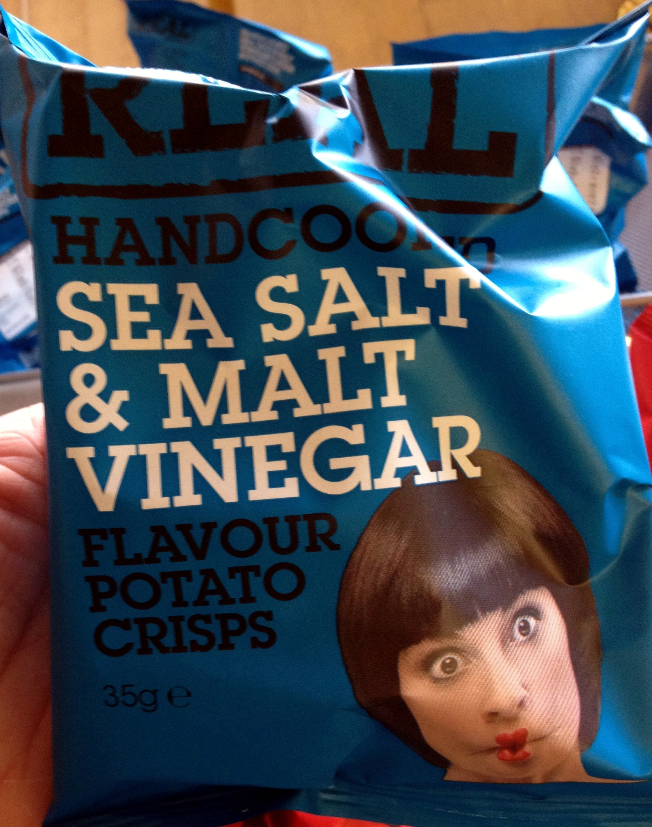 Handcookes sea salt & malt vinegar flavour potato crisps - Produit