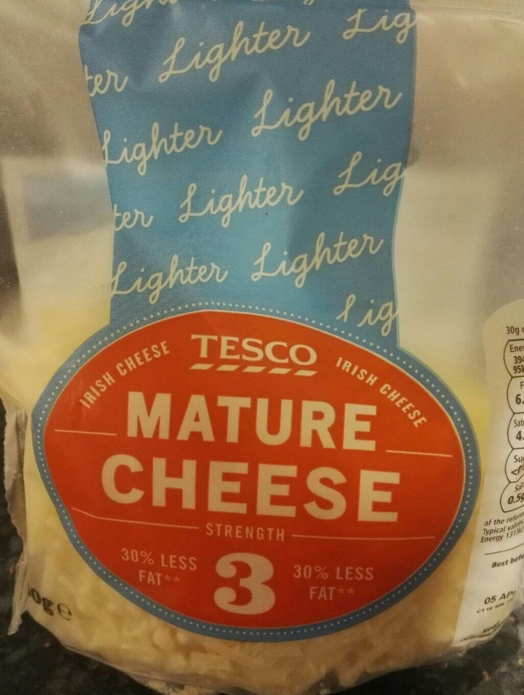 Tesco Lighter Mature Grated Cheese 250 G - Voedingswaarden - fr