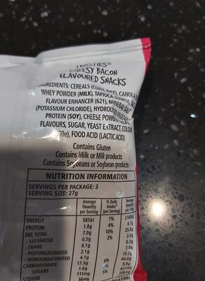 twisties cheesy bacon - Ingredients - en