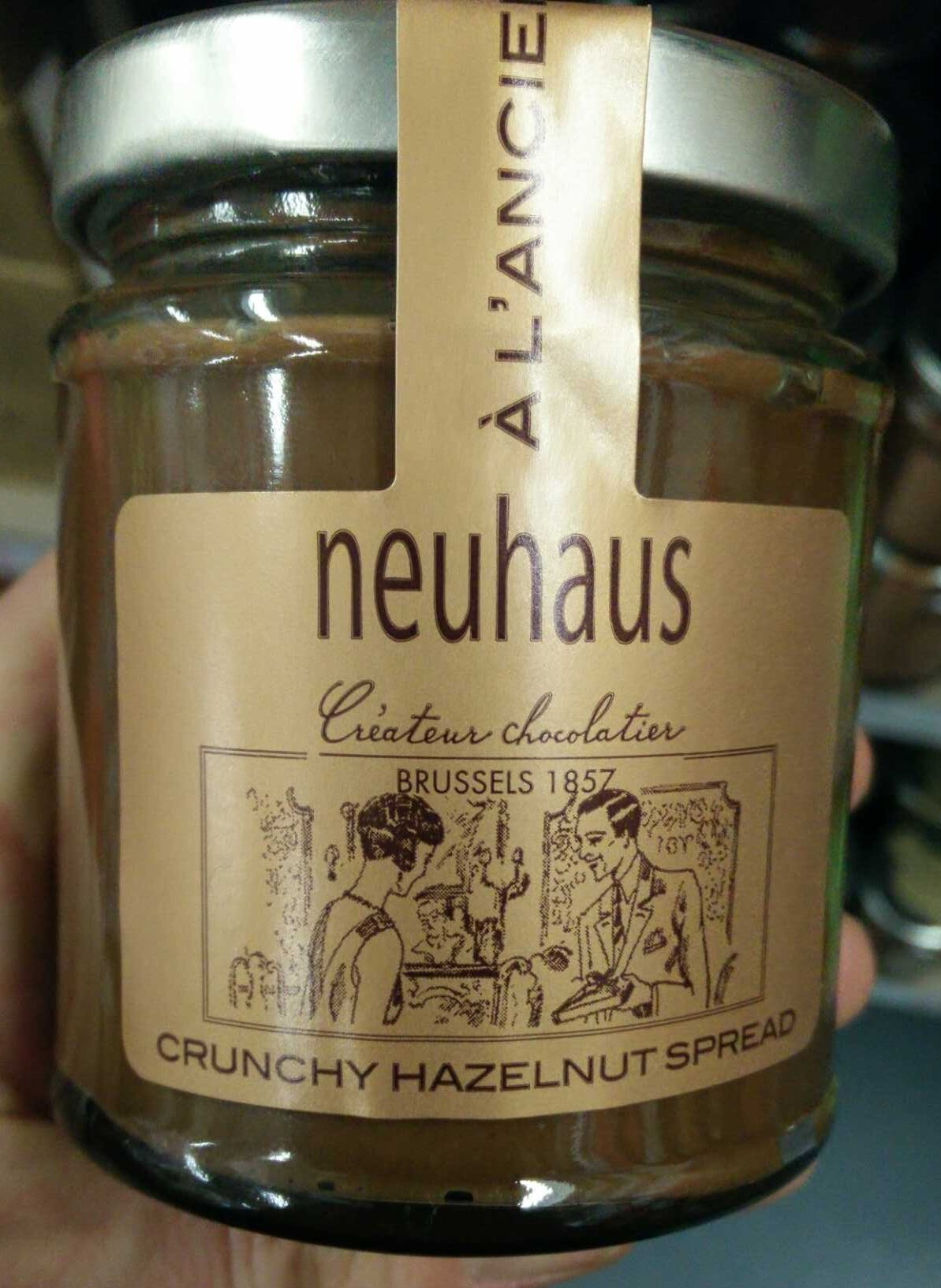 Crunchy hazelnut spread - Product - en