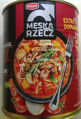 Mięso wołowe z makaronem i boczkiem wędzonym w sosie pomidorowym - Produkt - pl