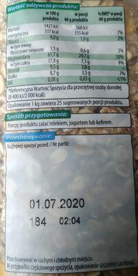 Mieszanka płatków zbożowych z suszonymi owocami oraz kawałkami prażonych orzeszków laskowych - Wartości odżywcze - pl