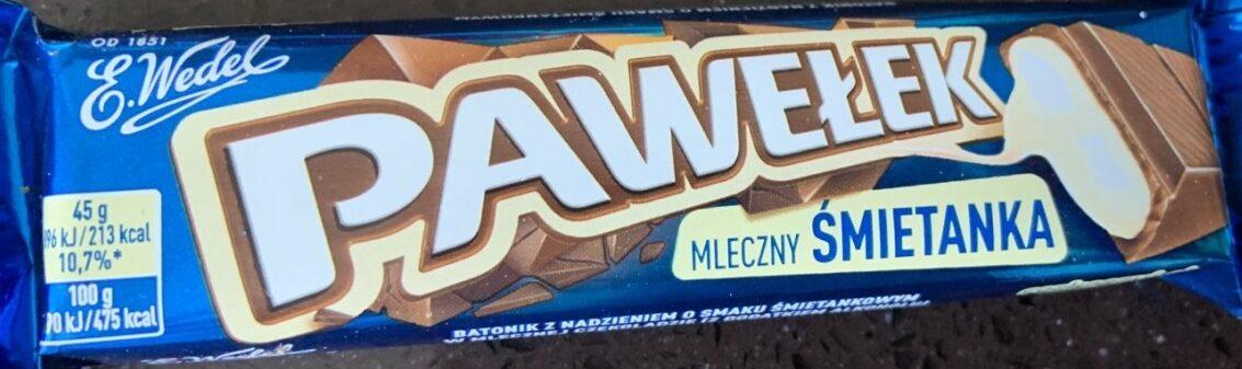 Batonik z nadzieniem o smaku śmietankowym w mlecznej czekoladzie (z dodatkiem alkoholu). - Produit