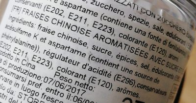 Fraises chinoise aromatisées avec sucre et édulcorants - Ingredients
