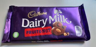 Dairy Milk Fruit and Nut Chocolate Bar - Produto - en