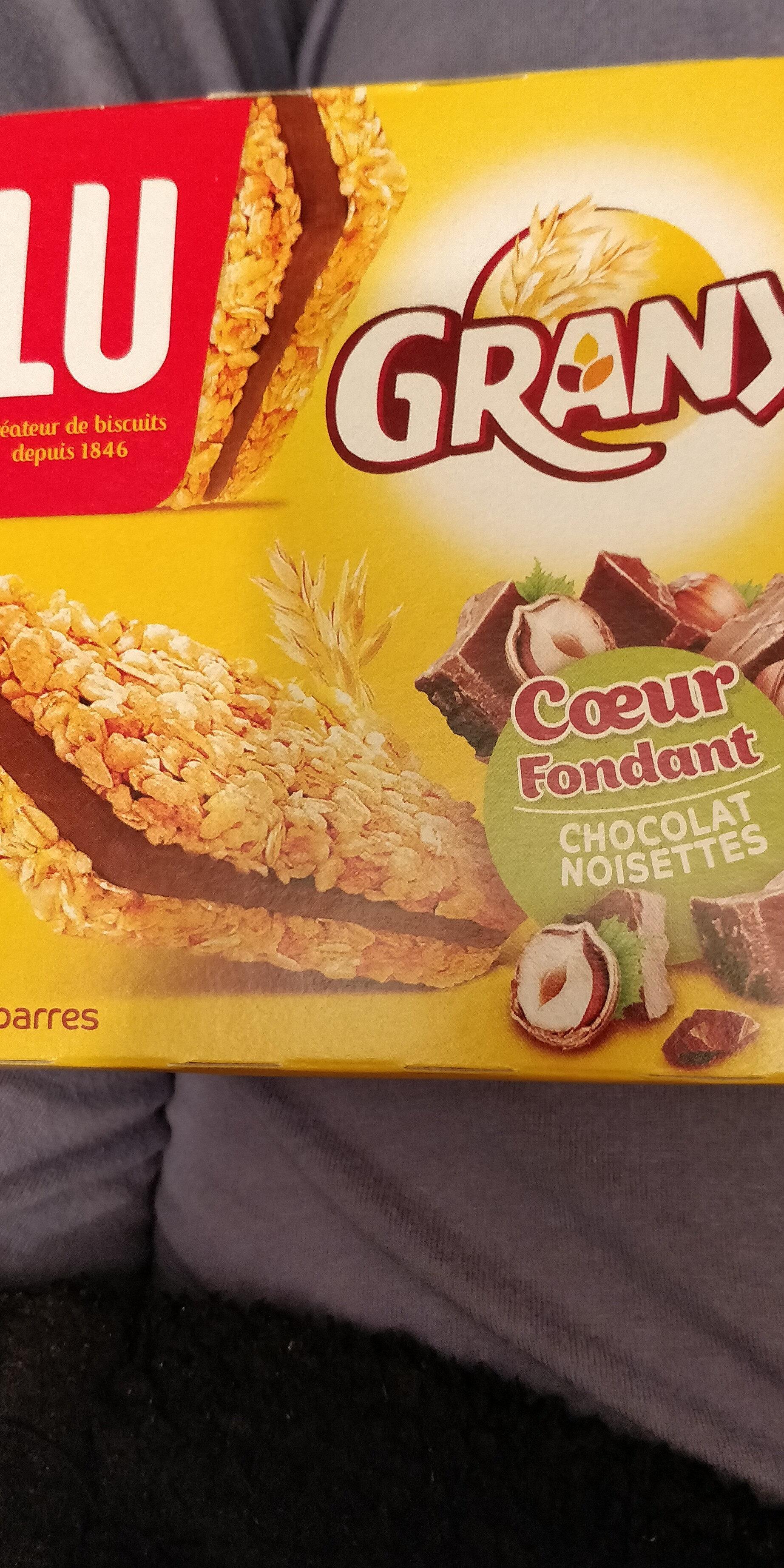 Barre céréalière fourrée au chocolat et à la noisette. - Produit - fr