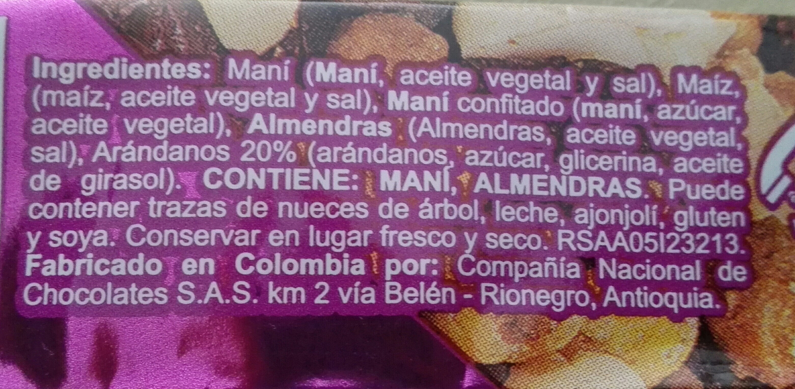 Mezcla de maní con sal, maíz tostado, maní confitado, almendras y arándanos - Ingredients - es