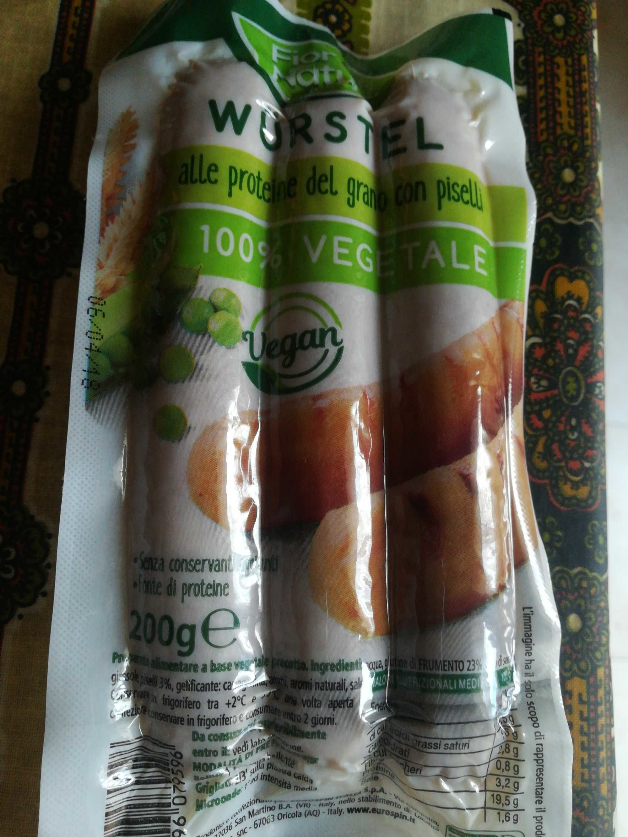 Würstel 100% vegetale alle proteine del grano can piselli - Produit