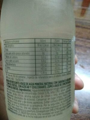 Agua mineral con gas y limón - Nutrition facts