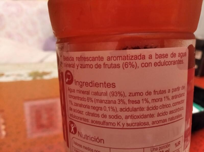 Agua frutos rojos zero - Ingredientes - es