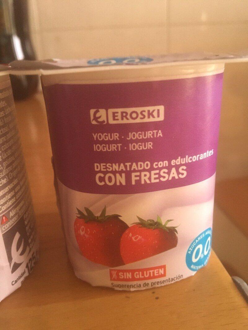 Yogur desnatado con edulcorantes con fresas 0% - Producte